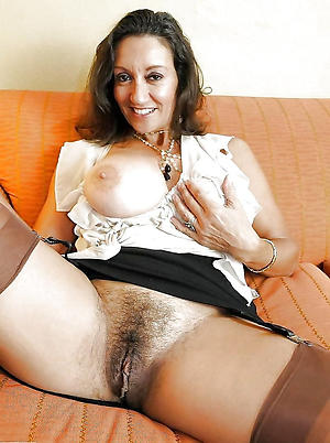 Busty mature whore wife bare-ass photos