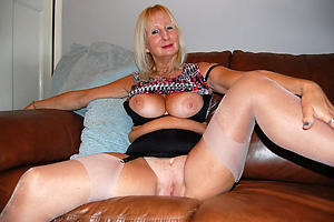 Pretty mature wife loves cock