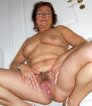Mature wife loves bushwa