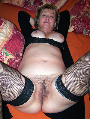 Naked mature shaved vagina