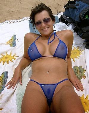Hot mature women bikini pics
