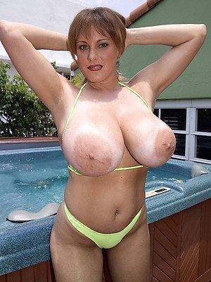 Free beautiful ladies in bikinis pics