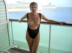 Free curvy women in bikinis pics