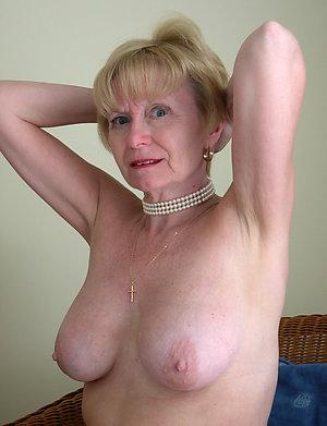 Free mature blonde moms porn pics