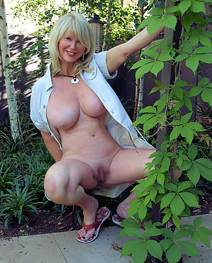 Pics of mature blonde pussy