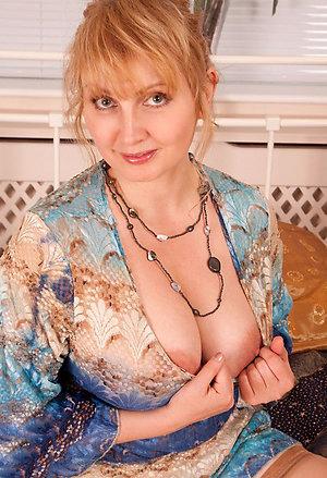 Xxx naked blonde old milfs pics