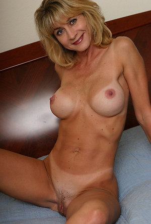Nice hot naked blonde women