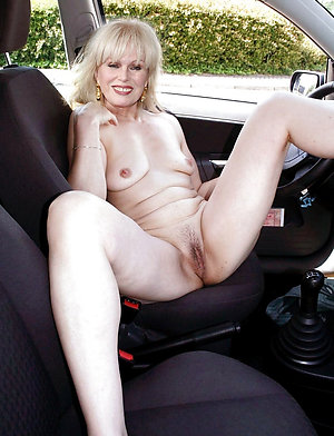 Pretty hot blonde mom porn pictures