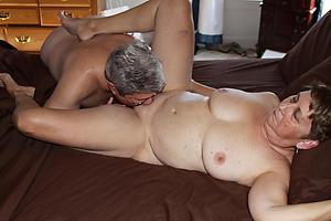 Slutty nude mature wife eats pussy