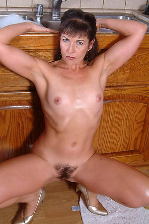 Mature single women porn photos