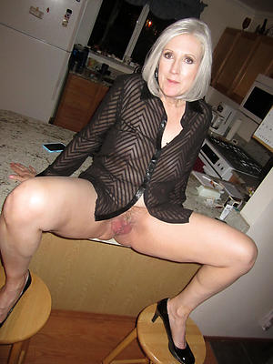 Pretty older mature granny nude foto