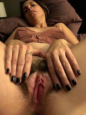 Wet mature pussy photos