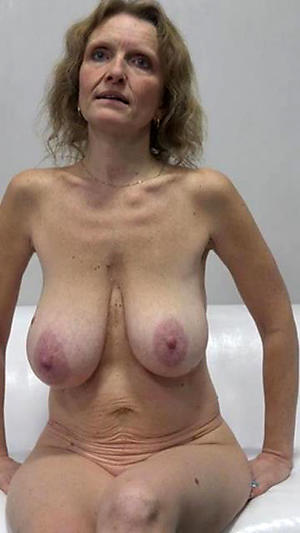Busty saggy mature tits pics