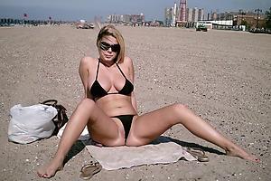 Xxx mature bikini moms photos