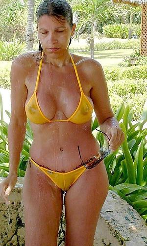 Amateur pics of mature bikini moms