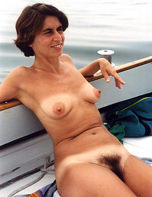 Seductive unshaved mature pussy nude pics