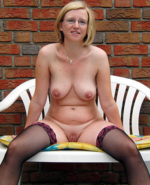 Pretty mature women 40 porn photos
