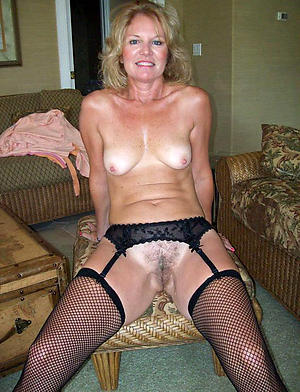 Sexy mature natural tits pictures