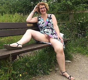 Unconforming naked natural mature women photos