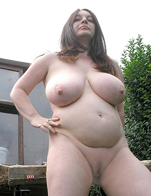 Naughty natural broad in the beam tits mature porn pics