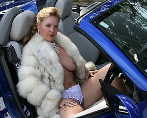 Sexy mature in car nude pics