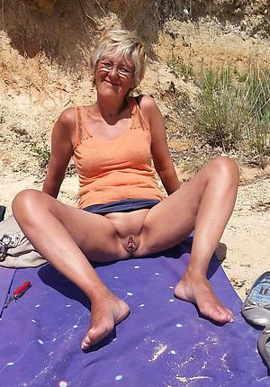 Matured woman upskirt