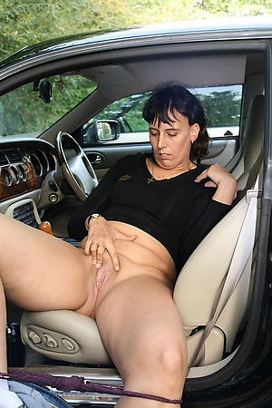 Pretty mature in railway carriage pussy pics