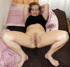Naughty mature pussy xxx nude