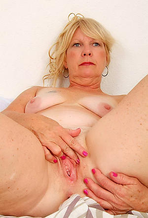 Taking mature pussy lips porn pictures