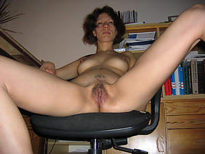 Slutty mature dishevelled pussy nude pictures