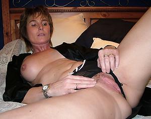 Amateur pics of solo mature women