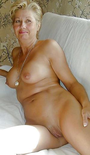 Mature mom solo sex xxx