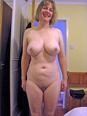 Second-rate pics of mature female parent tits