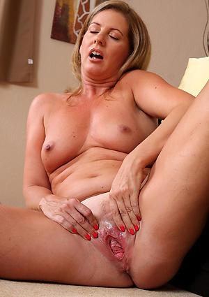 Shaved mature cunts porn pics