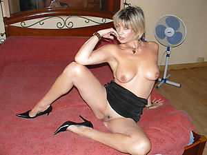 Naked mature woman in heels pictures