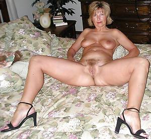 Naughty mature aristocracy in scornful heels naked photos