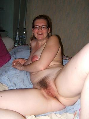 Nude unshaved mature slut pics