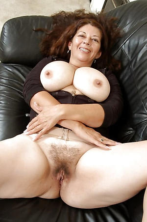 Wet pussy unshaved grown-up women pics