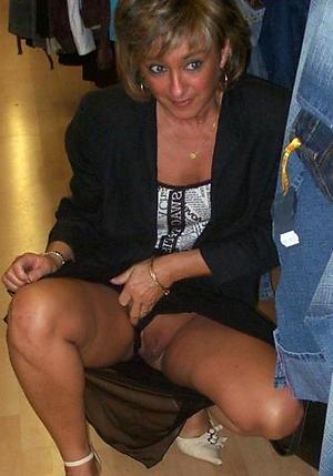 Amateur pics of hot mature upskirt