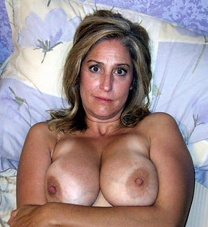 Amateur pics of sexy busty mature mom