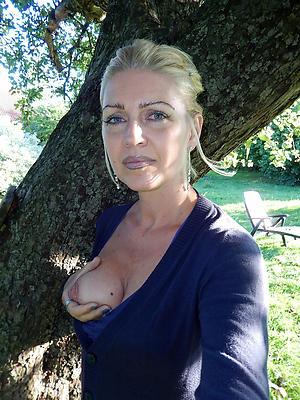 Slutty horny mature ladies unclothed pics