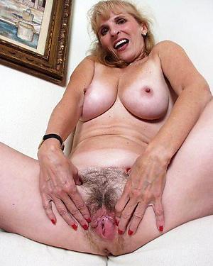 Slutty hairy mature bank pussy naked pics