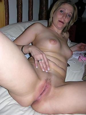 Amateur pics of mature wet pussy