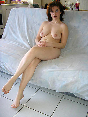Naked mature legs pictures