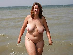 Inexperienced chubby mom pussy