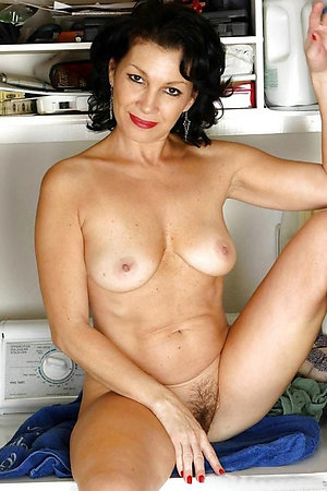 Nude mature brunette hairy pussy