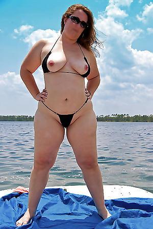 Amateur mature women in bikini porn pics