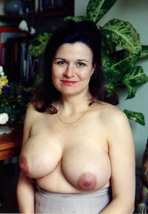 Sexy mature brunette pussy pics