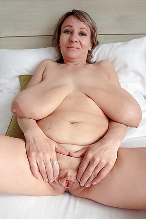Amateur pics of mature women with saggy tits