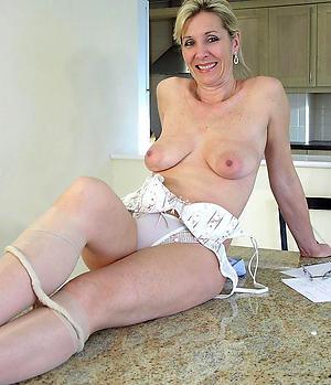 Nude mature mom pussy photos